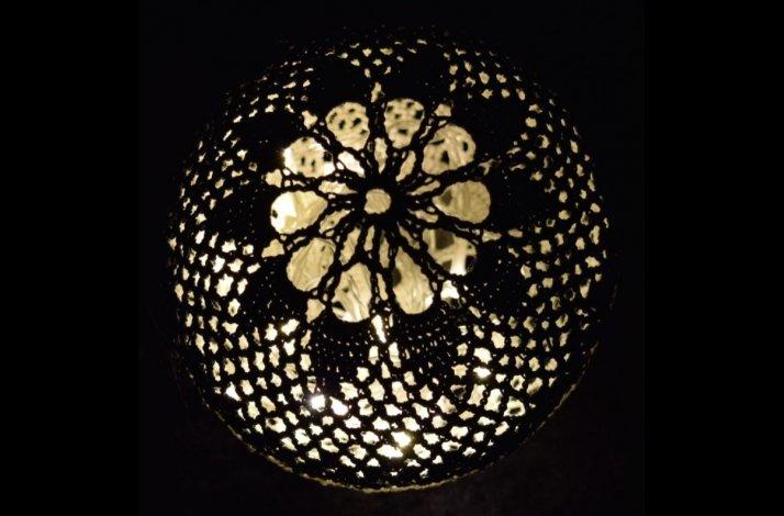 Hæklekit Lysbold / Lyskugle Yin & Yang med Lyskæde