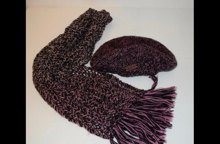 Strikkeopskrift modetørklæde og barret Alpehue begge med glimmer