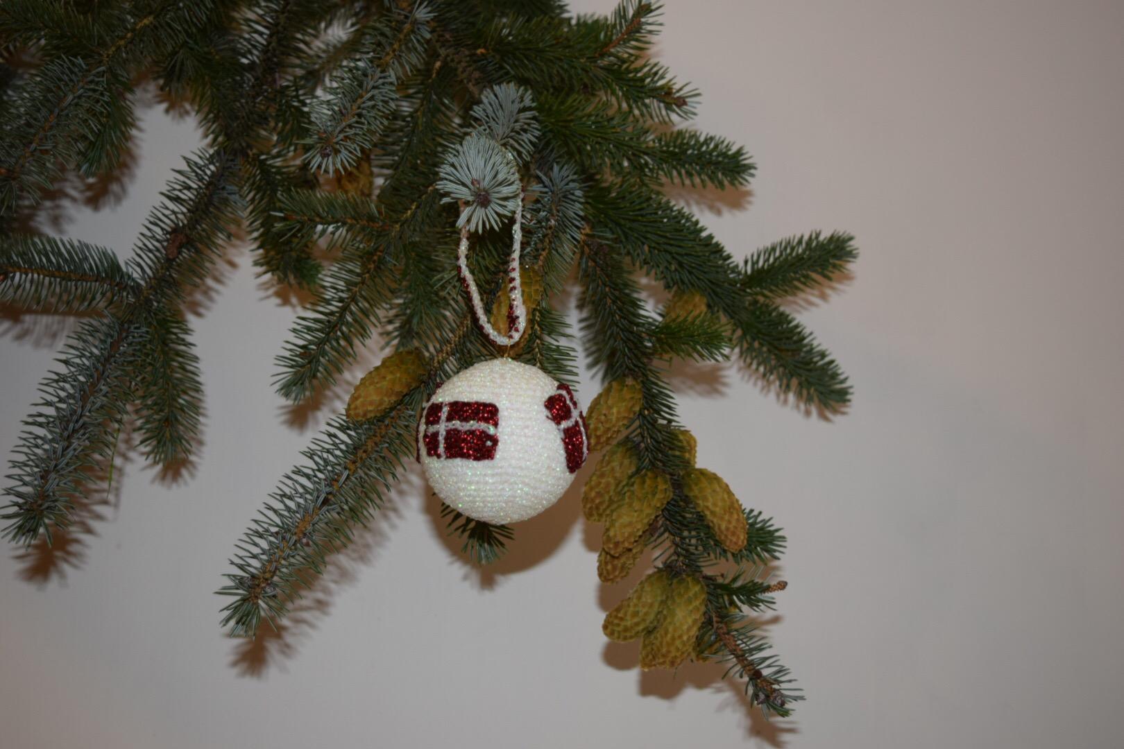 Image of Hækleopskrift julekugler med flag
