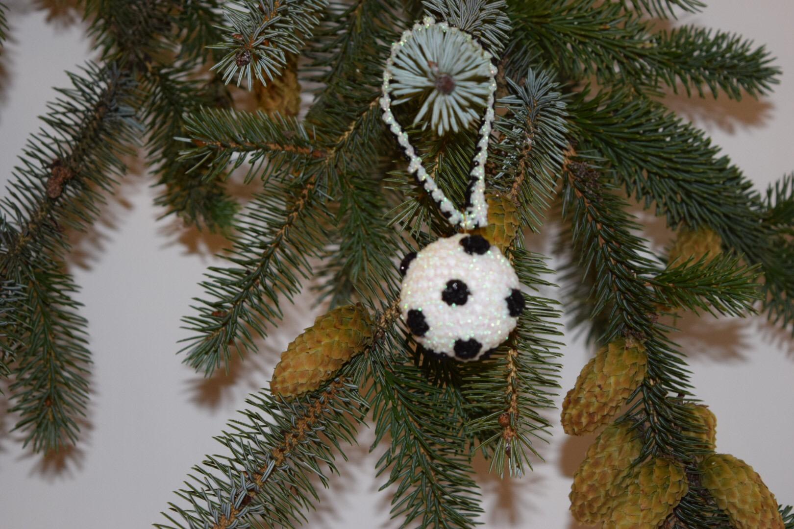 Image of Hækleopskrift julekugle lille med polka prikker