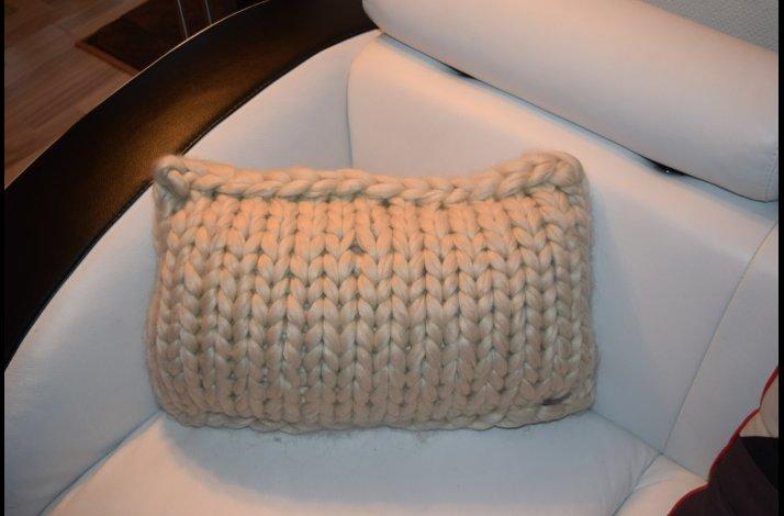 Strikkeopskrift Chunky strikket pude 40X60 cm