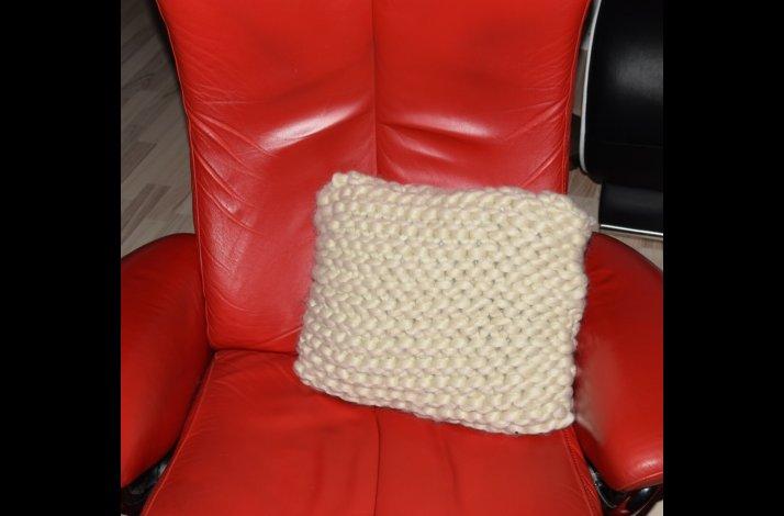 Strikkeopskrift Chunky strikket pude