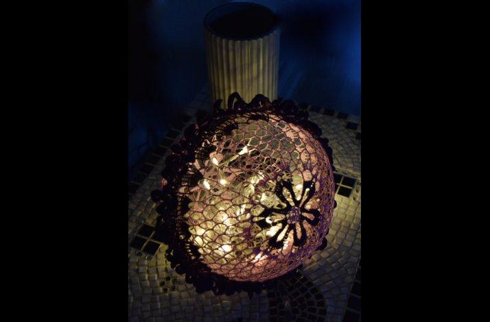 Hækleopskrift mega lyskugle / lysbold med flæser