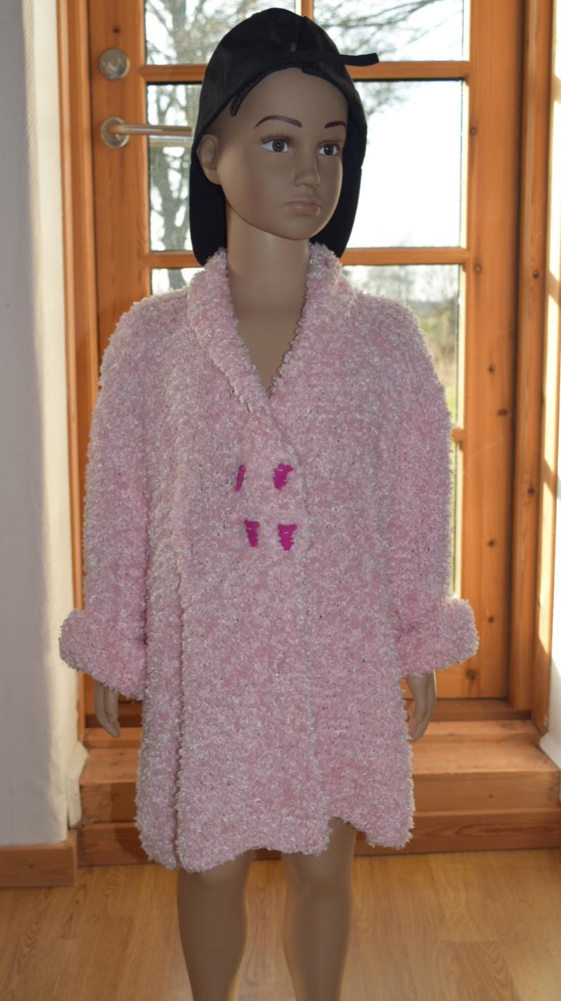Image of   strikkeopskriftretstrikke pigefrakke i Mama Love Teddygarn