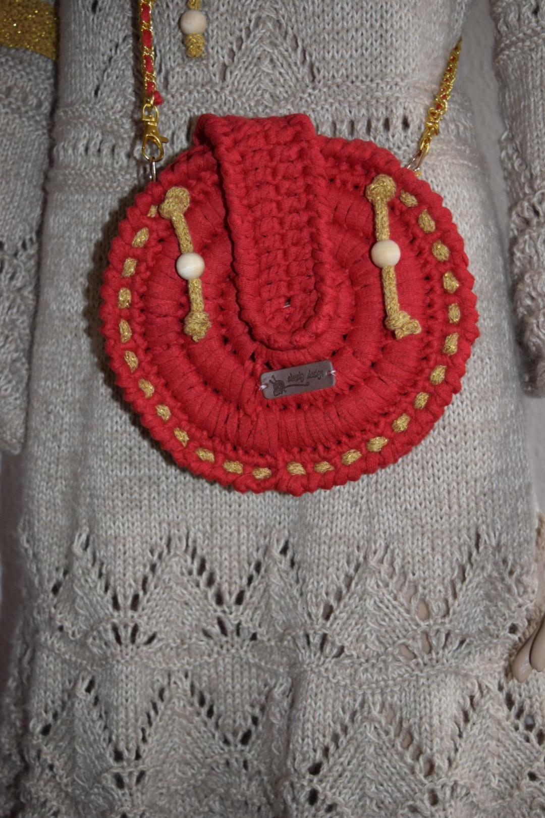 Image of   Hæklet rund Taske i ribbon med med guldsnor
