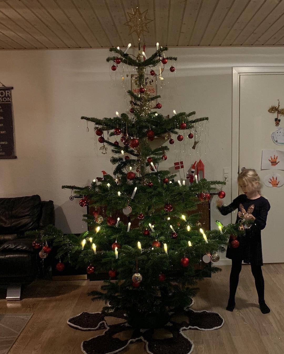 Image of Hækklekit - Moderne juletræstæppe i ribbon og i ribbon med lurex