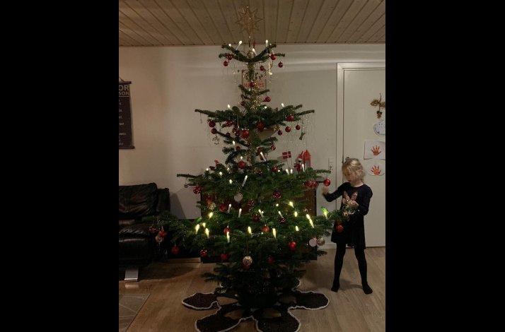 Hækklekit - Moderne juletræstæppe i ribbon og i ribbon med lurex
