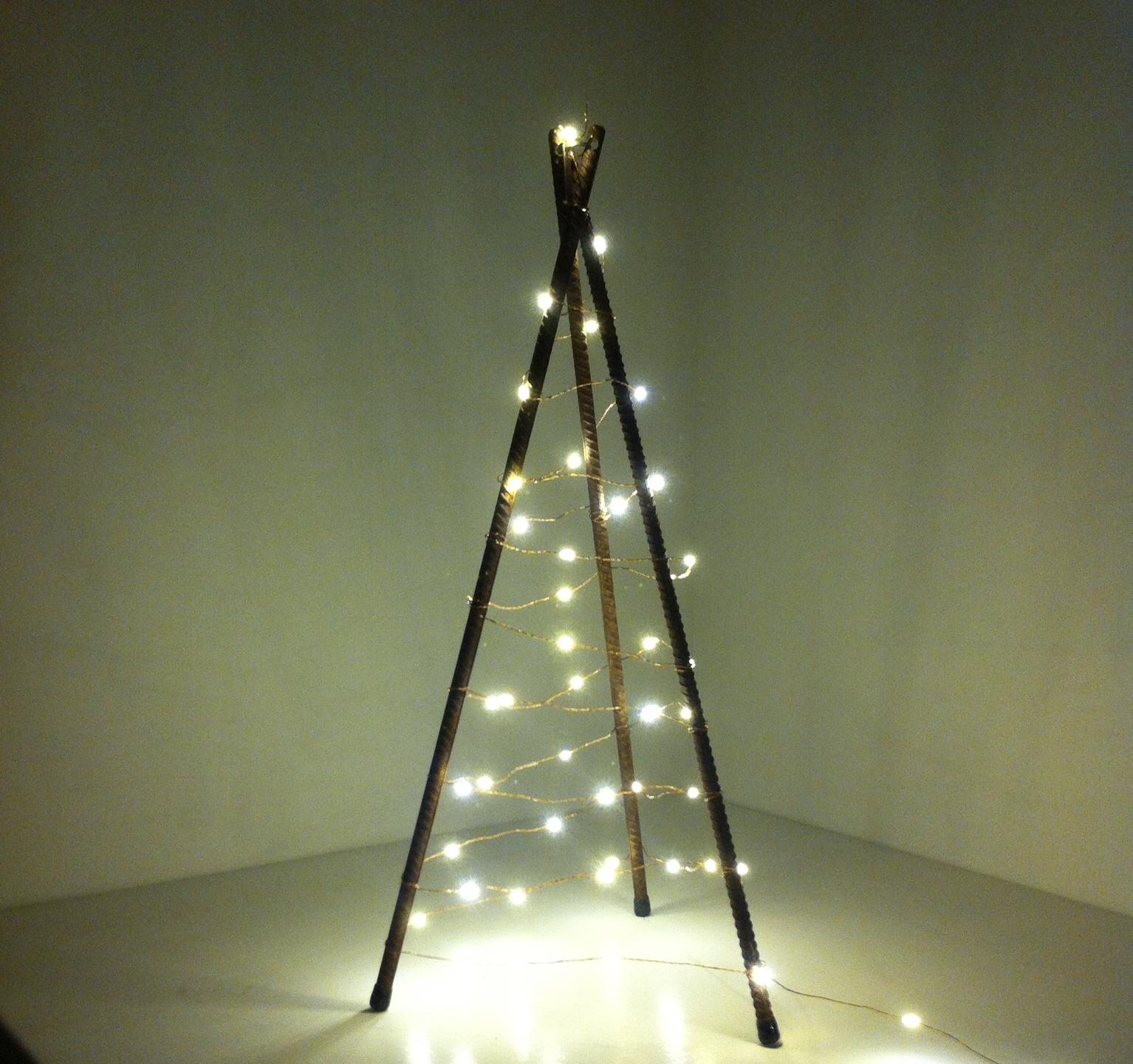 Image of Smedens juletræ råt og ubehandlet 3 ben 120 cm